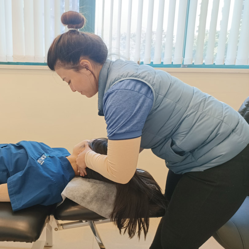 Adjustment of the cervical spine lumbar spine and sacroiliac UP Clinic Shanghai
